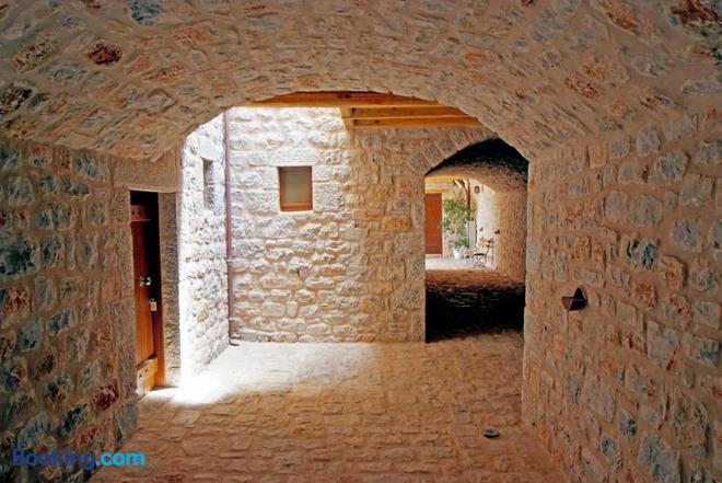 Smyros Resort - Poulithra - Hallway
