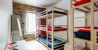 Auberge Saint-Paul - Hostel - Montreal