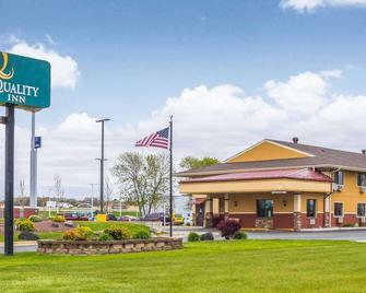 Quality Inn - Janesville - Gebouw