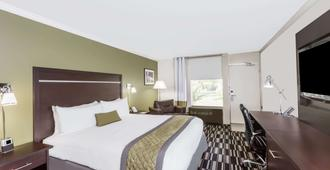Wyndham Garden San Jose Airport - San Jose - Bedroom