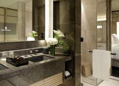 Four Seasons Hotel Kyoto - Kyoto - Bathroom