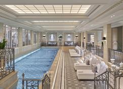 فور سيزونز هوتل جورج في - باريس - حوض السباحة