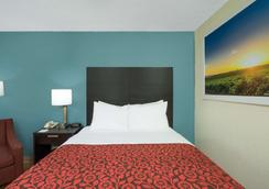 羅利貝爾特萊恩戴斯酒店 - 洛利 - 羅利 - 臥室