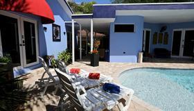 Fantasy Island Inn Caters to Men - Fort Lauderdale - Uima-allas