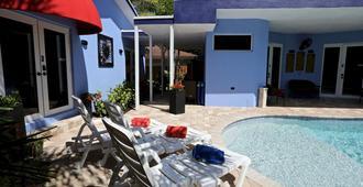 Fantasy Island Inn, Caters to Men - פורט לודרדייל - בריכה