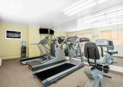 Hawthorn Suites by Wyndham Albuquerque - Albuquerque - Sportcentrum