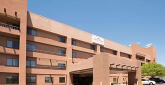 Hawthorn Suites by Wyndham Albuquerque - Alburquerque - Edificio