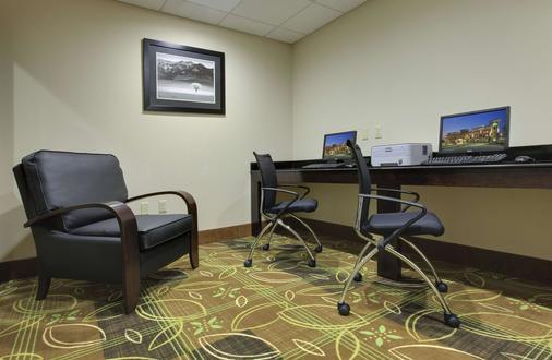La Quinta Inn & Suites by Wyndham Memphis Wolfchase - Memphis - Business Center