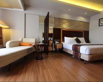 Regent's Park Hotel - Malang - Bedroom
