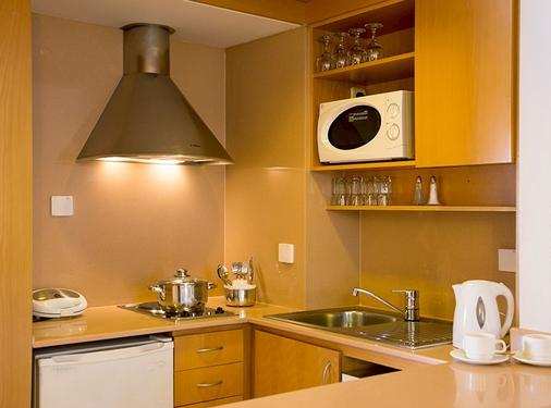 Isrotel Royal Garden Hotel - Eilat - Kitchen
