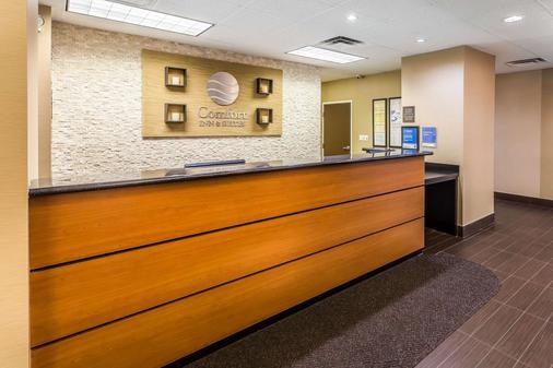 Comfort Inn & Suites - Dalton - Front desk