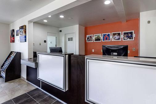 加利福尼亞弗雷斯諾 6 號汽車旅館 - 佛雷斯諾 - 弗雷斯諾 - 櫃檯