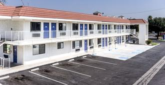 Motel 6 Fresno, CA - Fresno - Edificio