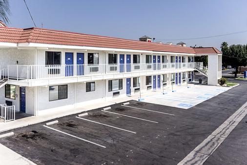 加利福尼亞弗雷斯諾 6 號汽車旅館 - 佛雷斯諾 - 弗雷斯諾 - 建築