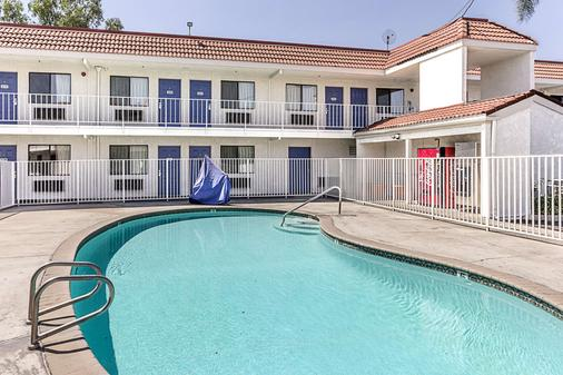Motel 6 Fresno, CA - Fresno - Pool