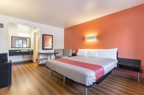 加利福尼亞弗雷斯諾 6 號汽車旅館 - 佛雷斯諾 - 弗雷斯諾 - 臥室