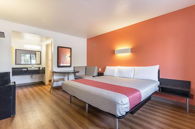 Motel 6 Fresno, CA - Fresno - Bedroom