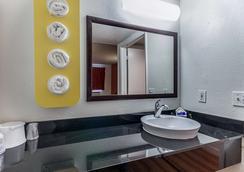 Motel 6 Fresno, CA - Fresno - Bathroom