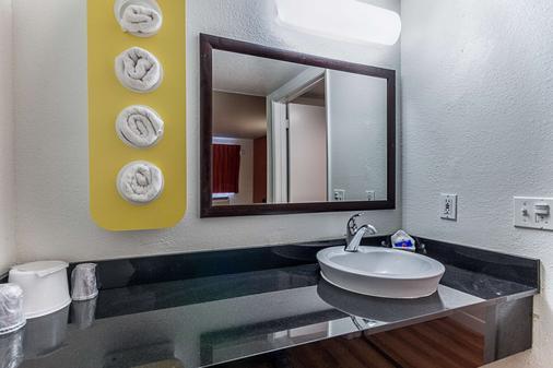 加利福尼亞弗雷斯諾 6 號汽車旅館 - 佛雷斯諾 - 弗雷斯諾 - 浴室