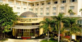 First Hotel - Ho Chi Minh City - Building