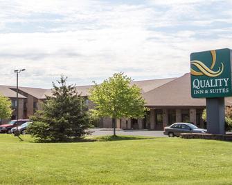 Quality Inn & Suites Sun Prairie Madison East - Sun Prairie - Gebouw