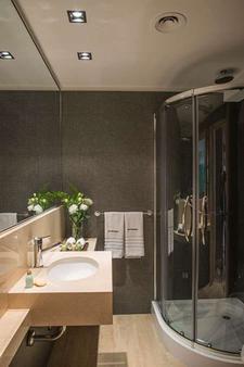 Arc Recoleta - Buenos Aires - Bathroom