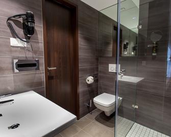 Hotel Tobbaccon - Bensheim - Bathroom