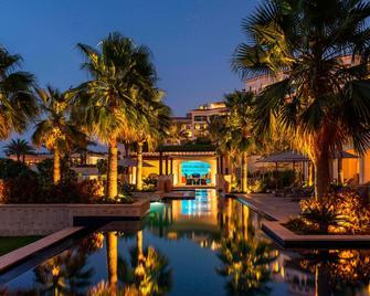 منتجع سانت ريجيس جزيرة السعديات، أبو ظبي - أبو ظبي - حوض السباحة
