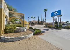 Americas Best Value Inn & Suites Joshua Tree National Park - Yucca Valley - Gebäude
