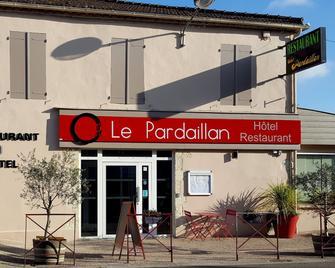 Logis Hôtel Le Pardaillan - Gondrin - Building