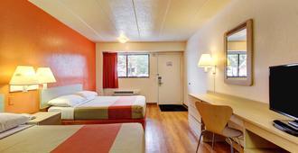 Motel 6 York Pa - York - Bedroom