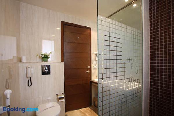Indus Biznotel - New Delhi - Bathroom
