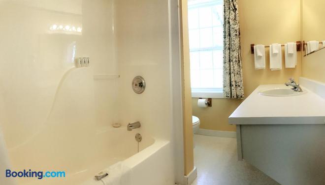 The Cavendish Motel - Cavendish - Bathroom