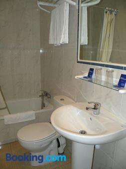 Hostal Benamar - Madrid - Bathroom