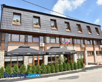 Hotel 'Vir' - Velika Plana - Building