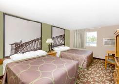 Super 8 by Wyndham Kearney - Kearney - Bedroom