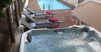 Hotel Cannes Gallia - קאן - בריכה