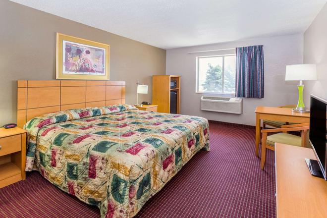 Super 8 by Wyndham Joliet I-55 N/Chicago - Joliet - Bedroom