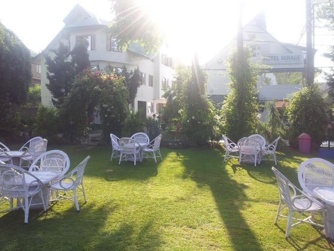 Hotel Mirage - Srinagar - Patio