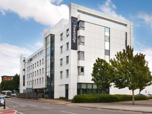 Travelodge Cardiff Atlantic Wharf - Cardiff - Rakennus