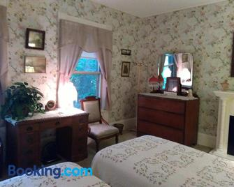 Couture Farm at Millstone Hill - Barre - Bedroom