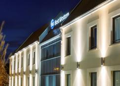 Best Western Hotel La Mare O Poissons - Ouistreham - Building