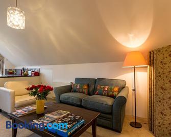 Studio in the Field - Andover - Living room
