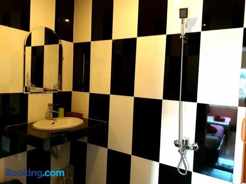 Capitol One - Phnom Penh - Bathroom