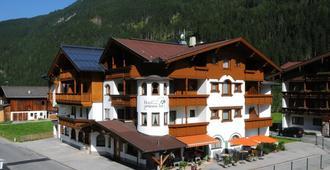 Hotel Zum Grünen Tor - Tux - Edificio