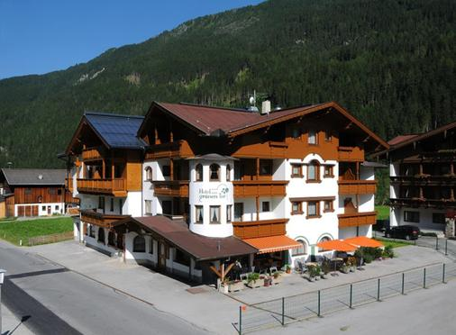 Hotel Zum Grünen Tor - Tux-Vorderlanersbach - Κτίριο