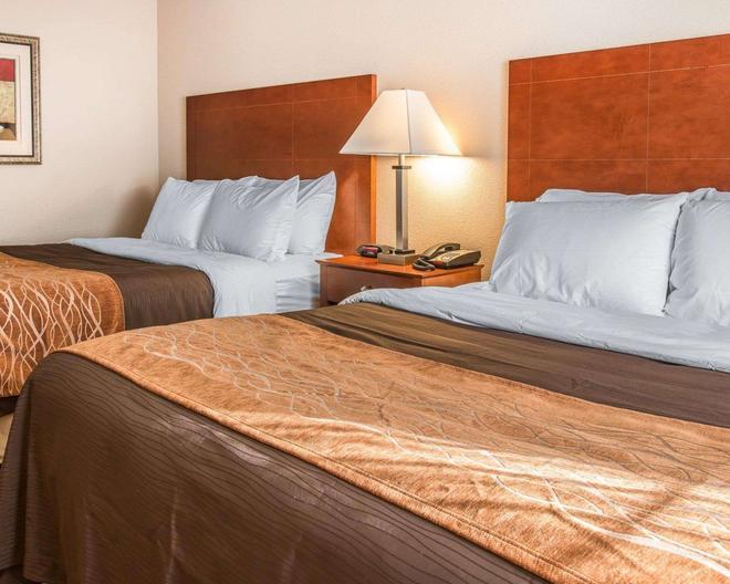 Quality Inn Near Interstate I94 - New Buffalo - Bedroom