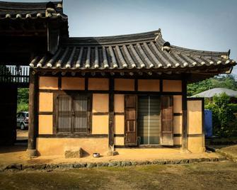 Yi Jin-rae's Historic House - Boseong - Building