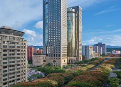 Shangri-La's Far Eastern Plaza Hotel Taipei - Taipei - Building
