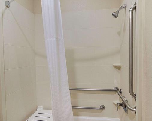Comfort Inn - Midland - Μπάνιο